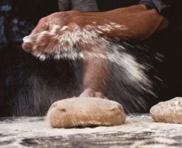 Brot einmehlen